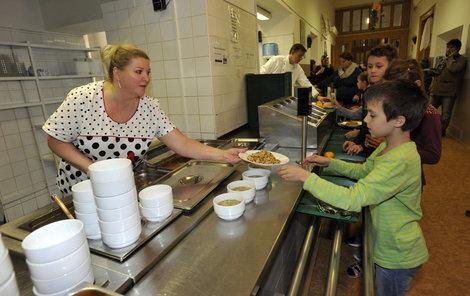 Děti ve školní jídelně