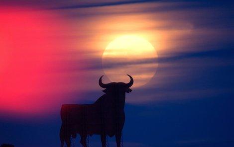 Luna se přiblíží Zemi, ozáří noc a rozpoutá divoké energie.