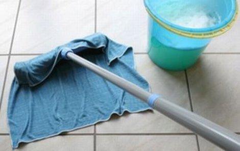 Nevlastní otec pouze chtěl, aby si mladík uklidil.
