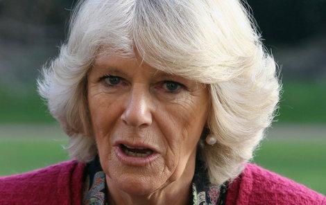 Camilla Parker Bowlesová prý své okolí obtěžuje zápachem.
