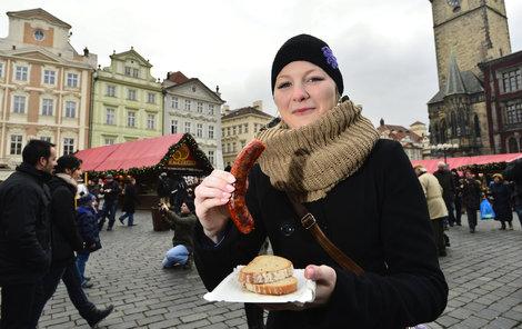 Návštěvníci si na trzích nejvíce kupují klobásy a svařák.