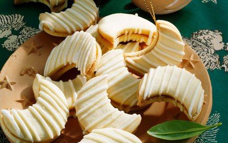Vynikající karamelové dortíčky ve tvaru měsíčků na vašem vánočním stole nesmějí chybět!