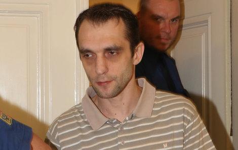 Obžalovaný David V. přiznává, že je feťák a zloděj, vraždy ale odmítá.