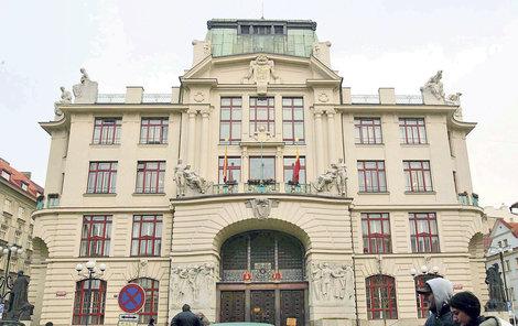 Přidávat peníze se budou i na pražském magistrátu.