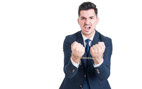 Za podvody s dávkami mohou zdobit ruce podvodníků pěkné náramky. Jako na této ilustrační fotce.