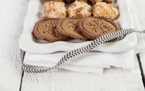 Pohankové sušenky můžeme orazítkovat třeba motivem vločky.