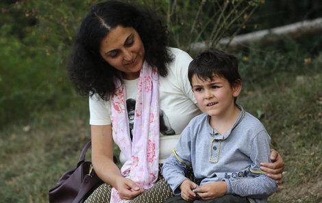 Ashya King se svou maminkou.