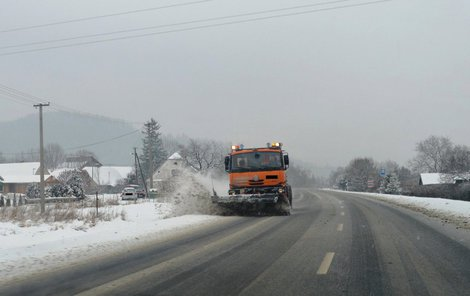Na horách napadne až patnáct centimetrů sněhu.