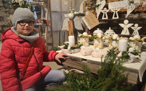 Aranžmá připomínající doby minulé zaujalo i Lauru (7), která se na výstavu přišla podívat s babičkou.