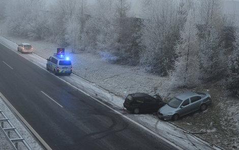 Nehoda se zřejmě stala kvůli vysoké rychlosti a snížené viditelnosti.
