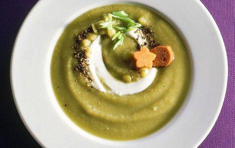 Řapíkatá polévka se zázvorem vám dodá dostatek vitamínů.