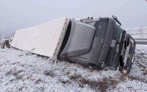 Podnapilý řidič nezvládl řízení.