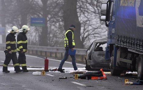 16. listopadu 2016. Hasiči požár osobního vozu uhasili, posádce už ale nebylo pomoci.