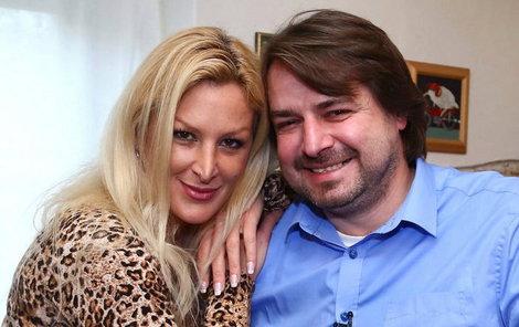 Macura se s Reginou seznámil při natáčení pořadu Prostřeno.