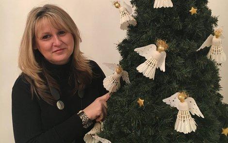 Stromek si ozdobila i Dagmar Wohanková. Anděly vytvořila z badmintonových míčků.