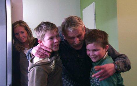 Pan Sporer byl s vnuky z toho, jak jim Tereza Pergnerová proměnila byt, nadšený. Tereza měla také radost.