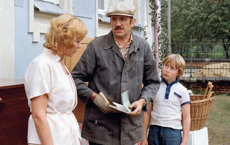 1983 - Se svou seriálovou manželkou Dagmar Veškrnovou a jejich synem Adamem v Návštěvnících.