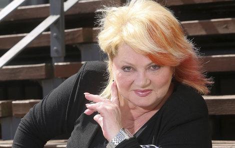 Věra Špinarová zpívá jako zamlada a má vyprodané koncerty.