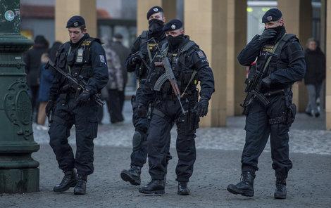 Policisté z ulic ještě nezmizí.