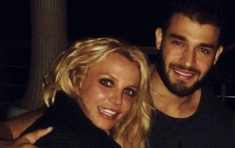 S tímhle svaloušem teď randí Britney!