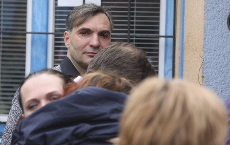 Jiří Macháček na pohřbu kamaráda neskrýval slzy a dojetí.