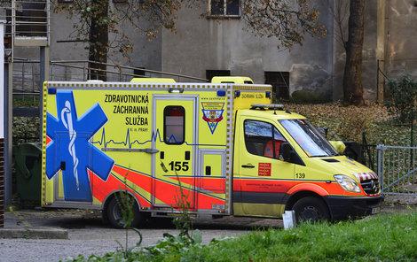 Jednu z žen sanitka odvezla do nemocnice.