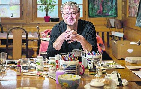 Petr Urban ve svém ateliéru.