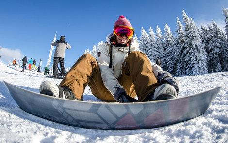 Dobré sněhové podmínky pro lyžování včera i zimní středisko v Deštném v Orlických horách.