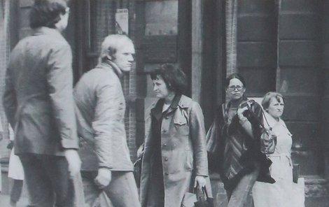 20. 4. 1978, akce MARTA! Marta Kubišová, ulice Na Příkopě v Praze Marta Kubišová (74) nesměla v sedmdesátých letech veřejně vystupovat a pracovala jako úřednice. I tak ale StB nespustila zpěvačku z dohledu.