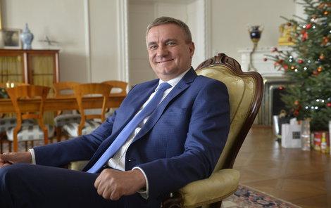 Nejvíce si loni vydělal kancléř Vratislav Mynář.