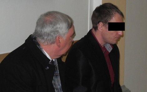 Tomáš I. (vpravo) od začátku soudu tvrdil, že měl z obou násilníků strach a jen se bránil.
