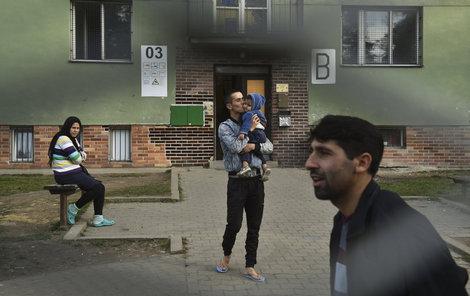 Uprchlíci v Bělé-Jezové vyčkávají, jak bude úspěšné jejich azylové řízení.