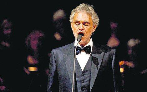 Bocelli nechce riskovat a Trumpovi radši nezazpívá.
