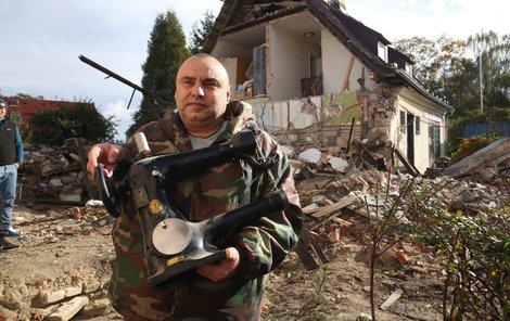 Jaroslav Huml při demolici zachránil tento vzácný šicí stroj z počátku 20. století.
