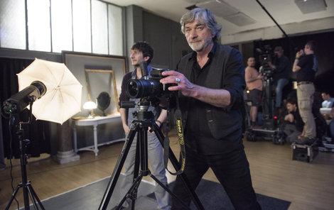 Kratina si zahrál úspěšného fotografa aktů.