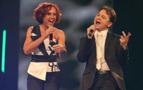 2009. S Petrou Janů jako vítězové zábavného pořadu Duety. A dodnes spolu zpívají.