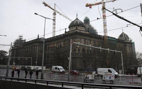 Opravená budova bude po očištění zářit.