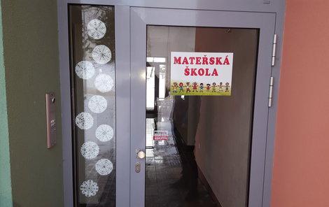 Mateřská škola v Jamném. Co se dělo za těmito dveřmi?