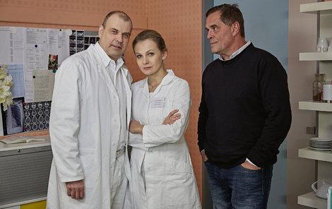 Etzler (vpravo) si na Rychlého a Badinkovou již brousí zuby.