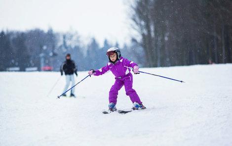 Lyžování ve skiareálu Monínec budou mít jedničkáři zadarmo.