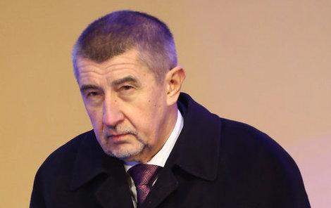 Andrej Babiš (62, ANO), vicepremiér, ministr financí.  100 % akcií Agrofertu a  100 % akcií SynBiolu.