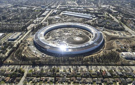Apple je druhá nejhodnotnější značka na světě. Oceněna byla na 107,14 milionu dolarů.
