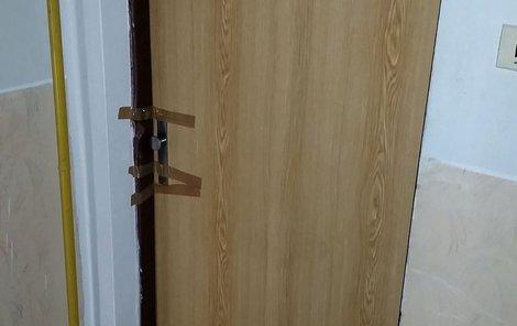 Za těmito dveřmi ubil mladý recidivista svého hostitele.