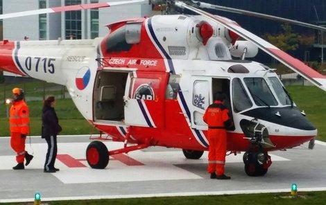 Pro zraněného muže musel přiletět vrtulník.