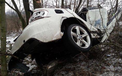 Z BMW zůstaly jen pokroucené plechy.