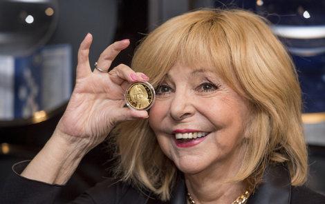 Zagorová dostala medaile jako dodatečný dárek k narozeninám.