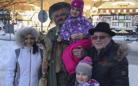 Rodina Petra Jandy se zvěčnila s  Krakonošem.
