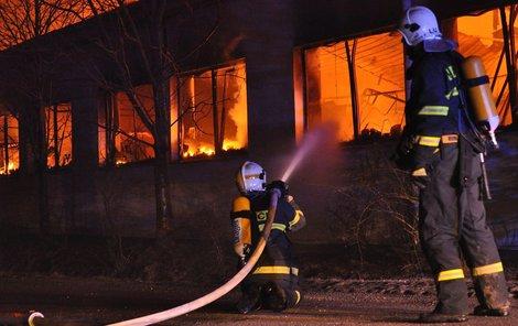 Požár vypukl kolem třetí ráno.