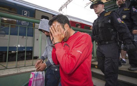 Někteří nelegální migranti byli zadrženi až na pražském hlavním nádraží. Je jich ale výrazně méně než v roce 2015.