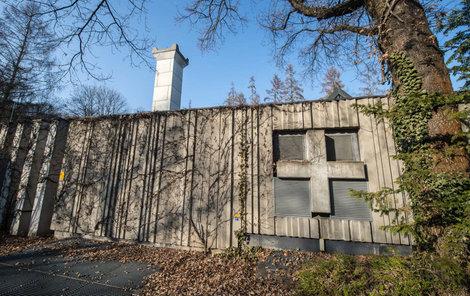 V krematoriu v Řeznu prý »ředí« popel nebožtíků.